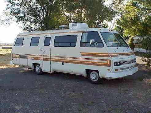 81 Swinger Motorhome. (Executive Lounge).